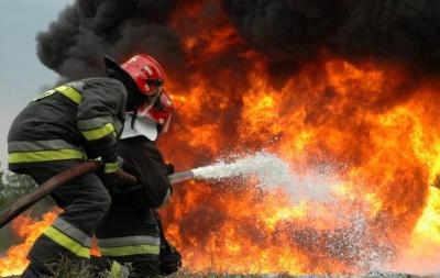 Ολονύχτια αναμένεται η μάχη με τις φλόγες στο Λουτράκι - Πυρκαγιά και στα Μέγαρα