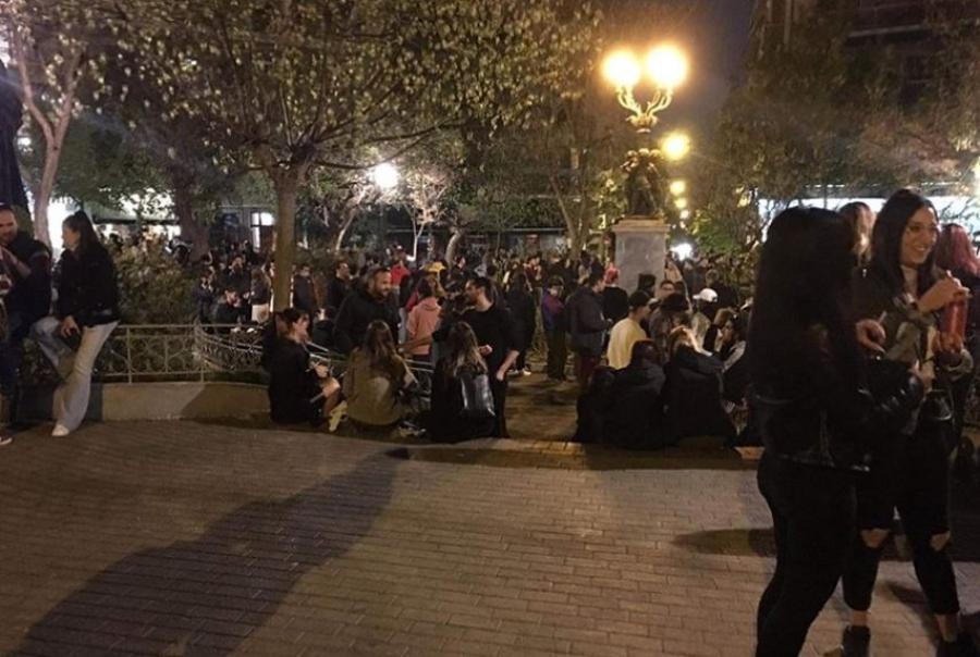 Ατελείωτο κορωνοπάρτι στους δρόμους της Αθήνας – Έμεινε στα χαρτιά το lockdown