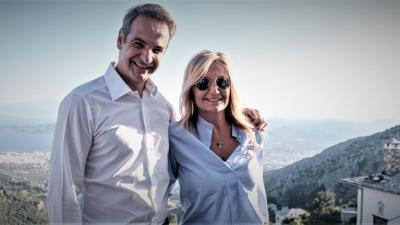 Δείπνο του ζεύγους Μητσοτάκη στην Αντίπαρο με Jeff Bezos και Tom Hanks