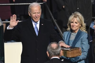 Ορκωμοσία Biden: Τα γάντια του Sanders, η φούστα της Gaga και η τεράστια Βίβλος