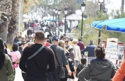 Βαλβίδες αποσυμπίεσης του lockdown: Στους δρόμους ξεχύθηκαν και πάλι οι πολίτες σε Αθήνα και Θεσσαλονίκη