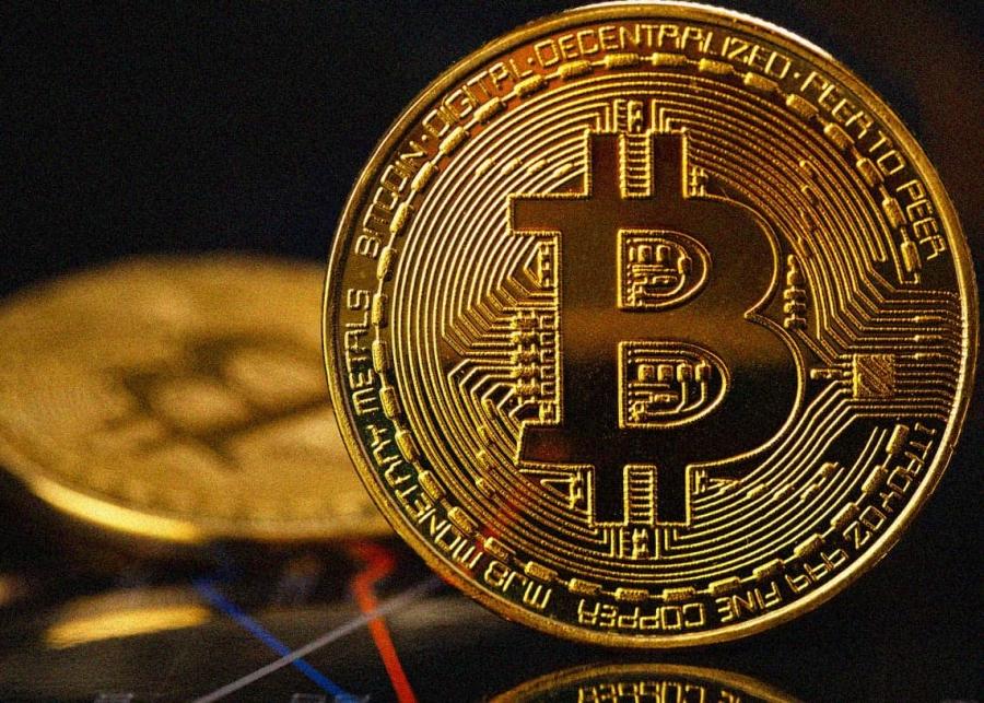 Πτώση για 2η μέρα για το bitcoin - Περιορίζει στο... 390% τα κέρδη του 2021