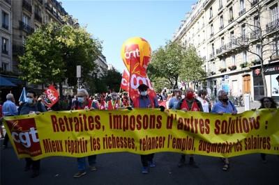 Γαλλία: Στους δρόμους χιλιάδες διαδηλωτές, διαμαρτύρονται για τις απολύσεις