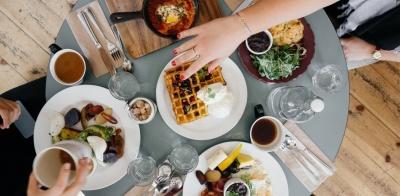 Χωρίς χρονόμετρο η παραμονή των πελατών σε εστιατόρια και καφέ – Καββαθάς (ΓΣΕΒΕΕ): Το συζητήσαμε αλλά δεν μπορεί να γίνει