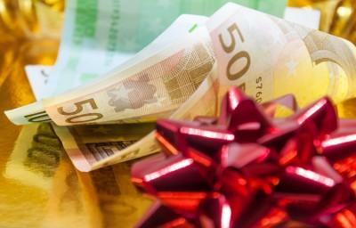 Ο ΣΥΡΙΖΑ ζητά διάταξη για να λάβουν οι εργαζόμενοι το πλήρες δώρο Χριστουγέννων