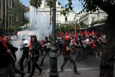 Φοιτητικό συλλαλητήριο στο κέντρο της Αθήνας - Επεισόδια έξω από τη Βουλή