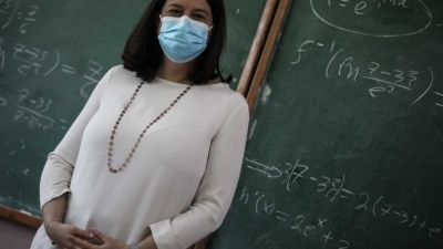 Έκκληση σε εκπαιδευτικούς για εμβολιασμό - Κεραμέως: Τα συζητάμε όλα