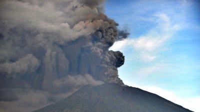 Ινδονησία: Ακύρωση πτήσεων στο Μπαλί λόγω του καπνού από το ηφαίστειο Agung