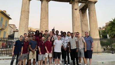 Ξενάγησε την ομάδα του Αϊόνα στην Αθήνα ο Ρικ Πιτίνο!