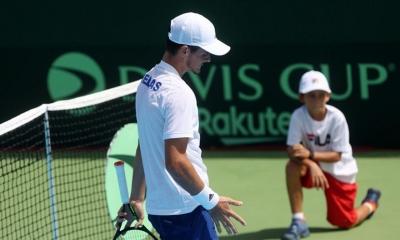 Davis Cup: Με την πλάτη στον τοίχο η Ελλάδα - Ήττες για Πέτρο Τσιτσιπά και Μιχάλη Περβολαράκη