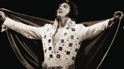 Λευκή ολόσωμη φόρμα του Elvis Presley πωλήθηκε πάνω από 1 εκατ. δολάρια