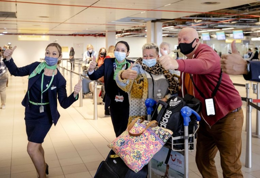 Volkskrant: Σε καραντίνα οκτώ Ολλανδοί τουρίστες που συμμετέχουν στο «πείραμα της Ρόδου»