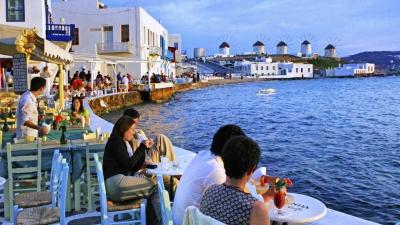 Νέο μπλόκο στην Ελλάδα από Βρετανία για τον τουρισμό - Εκτός πράσινης λίστας και η Πορτογαλία