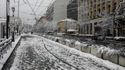 Χιόνια στην Αττική: Ποιοι δρόμοι έχουν κλείσει