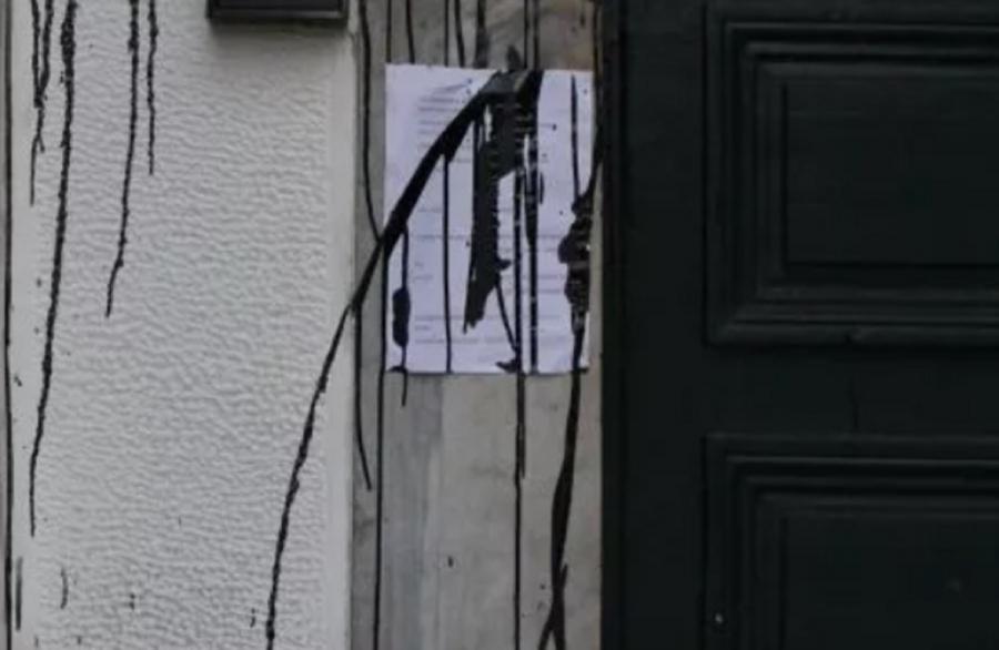 Επίθεση με μπογιές στο Δικαστικό Μέγαρο Βόλου