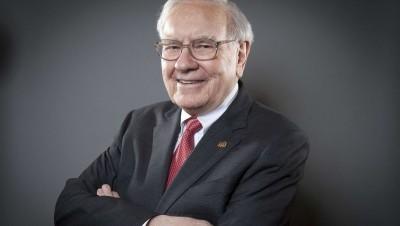 Κάποτε χλεύαζε τον χρυσό ο Warren Buffet και τώρα είναι ο μεγαλύτερος θιασώτης του – Πλέον ποντάρει εναντίον των ΗΠΑ