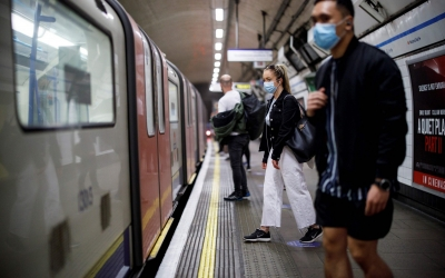 Ανοίγει στις 19/7 η Αγγλία αλλά η μάσκα παραμένει στα μέσα μεταφοράς