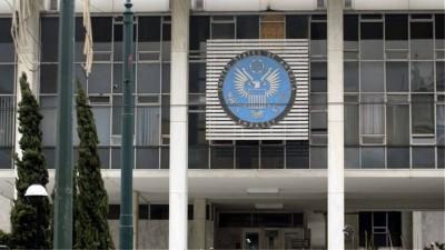 Φωτοβολίδα με αλεξίπτωτο έπεσε στο ύψος της αμερικανικής πρεσβείας στην Αθήνα