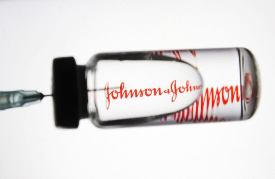 Covid-19: Σε δίνη η παγκόσμια εκστρατεία εμβολιασμού με την αναστολή χρήσης του σκευάσματος της Johnson & Johnson