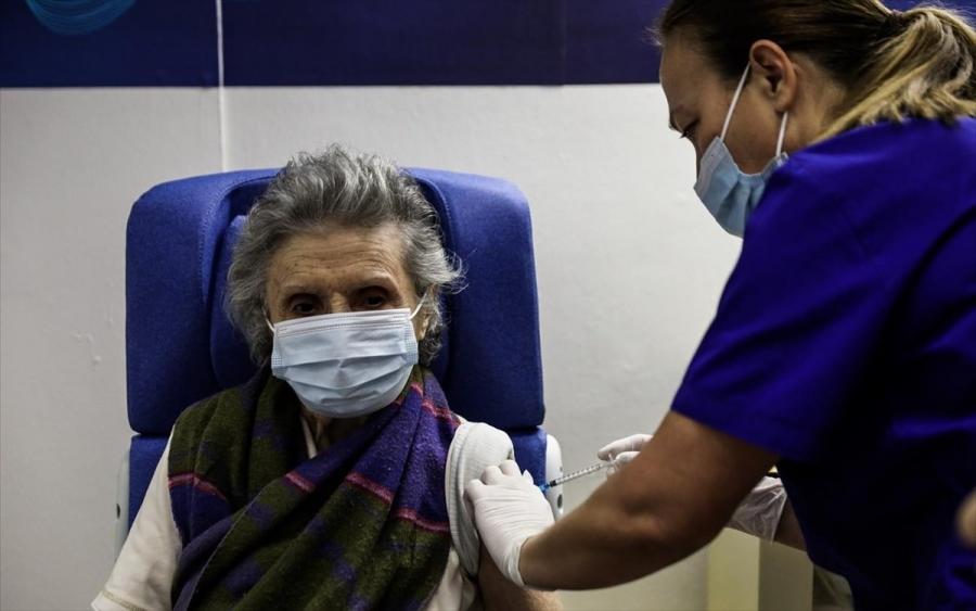 Υπ.Υγείας: Αναβάλλονται για τις 10:30 οι εμβολιασμοί κατά της covid στην Αττική