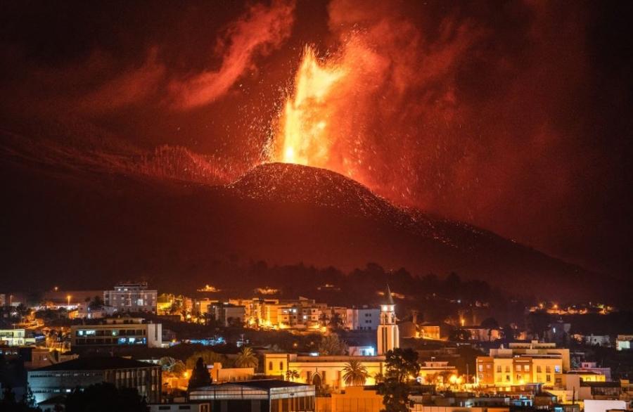 Ισπανία: Εικόνες που κόβουν την ανάσα από την έκρηξη του ηφαιστείου της La Palma