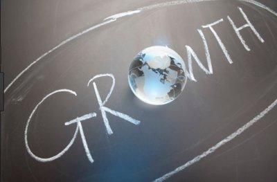 Οι εκτιμήσεις 7 οικονομολόγων: Από 3,4% έως 4% η παγκόσμια ανάπτυξη το 2018