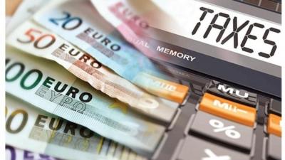 Ελαφρύνσεις: Ο «οδικός χάρτης» με τους «κόφτες» και τις μειώσεις στα φορολογικά βάρη επιχειρήσεων, επαγγελματιών, νοικοκυριών