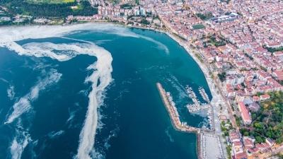 Τουρκία: Περίεργη «γλίτσα» απειλεί τη θάλασσα του Μαρμαρά - Φόβοι για εξάπλωση χολέρας