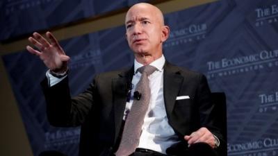 Για 28 εκατ. δολάρια πουλήθηκε μία θέση για διαστημικό ταξίδι δίπλα στον Jeff Bezos