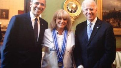 Η Ελληνίδα σεφ που μαγείρεψε για Biden - Obama και έχει γειτόνισσα τη Lady Gaga