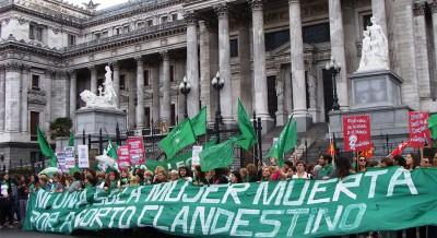 Ιστορική απόφαση για τη νομιμοποίηση των αμβλώσεων στην Αργεντινή