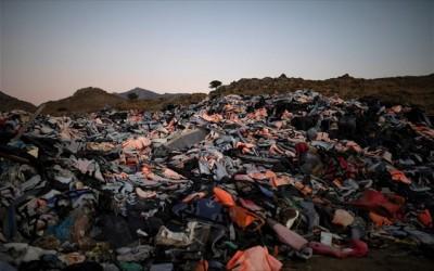 Λέσβος: Στη χωματερή τα χιλιάδες «απόβλητα» του προσφυγικού που έπνιξαν το νησί