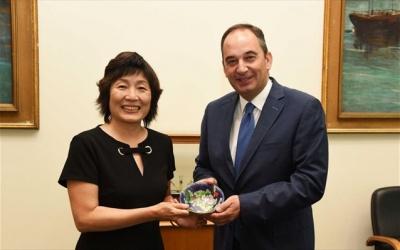 Οι κινεζικές επενδύσεις στην Ελλάδα στο επίκεντρο της συνάντησης Πλακιωτάκη με την Κινέζα πρέσβειρα