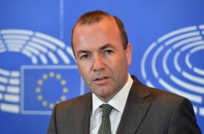 Weber (ΕΛΚ): Το βάρος της υποδοχής πρέπει να το μοιραστούν όλα τα κράτη δίκαια και αλληλέγγυα