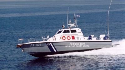 Μήλος - Βυθίστηκε τουριστικό σκάφος - Σώοι και οι 18 που έπεσαν στη θάλασσα