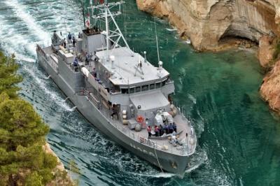 Τουρκικό πολεμικό πλοίο πέρασε από τον Ισθμό της Κορίνθου (video)