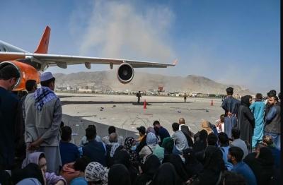Χάος στο Αφγανιστάν – Πυρά στο αεροδρόμιο της Καμπούλ – Συνεδριάζει η G7 για κυρώσεις στους Ταλιμπάν