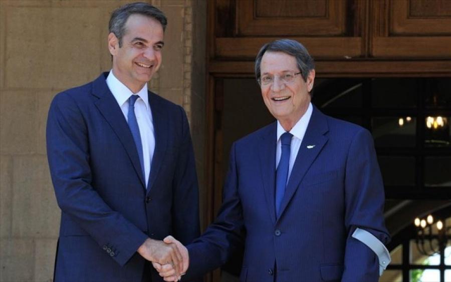 Για ελληνοτουρκικές σχέσεις, μεταναστευτικό και Κυπριακό συζήτησαν οι Μητσοτάκης και Yildirim