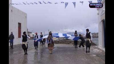 Έκαναν παρέλαση στη Μύκονο παρά τα μέτρα για τον κορωνοϊό