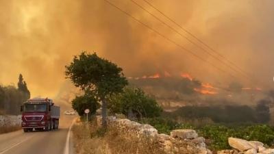 Πάρος: Καλύτερη η εικόνα της πυρκαγιάς – Ενισχύονται οι πυροσβεστικές δυνάμεις
