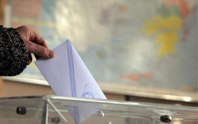 Εκατοντάδες δήμαρχοι και περιφερειάρχες δεν ελέγχουν την πλειοψηφία στα συμβούλιά τους - Μονόδρομος οι συνεργασίες