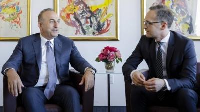Cavusoglou προς Maas: Η Τουρκία δεν μπορεί να αναλάβει το βάρος ενός νέου μεταναστευτικού κύματος
