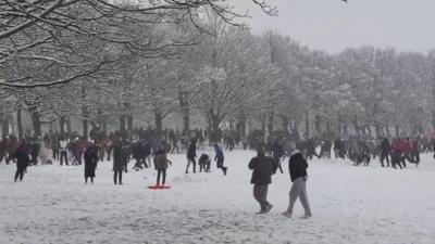 Βρετανία: 11.300 ευρώ πρόστιμο για διοργάνωση... χιονοπόλεμου