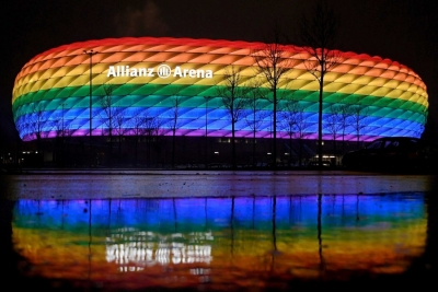 """UEFA: «Το ουράνιο τόξο """"ενσαρκώνει"""" τις αξίες μας»"""