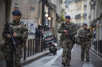 Γαλλία: Στον στρατό καταφεύγει ο Macron για να αντιμετωπίσει τα «κίτρινα γιλέκα»