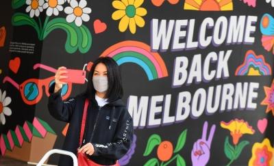 Αυστραλία: Mε πάρτι, γεμάτα μπαρ και εστιατόρια γιόρτασαν στη Μελβούρνη το τέλος ενός lockdown 262 ημερών!