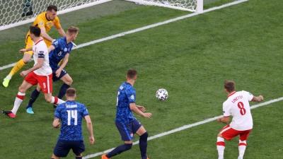 Πολωνία – Σλοβακία: Ο Λινέτι έκανε με το… καλημέρα το 1-1 στο δεύτερο ημίχρονο (video)
