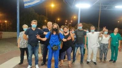 Υγειονομικός επιχειρεί να διανύσει τη διαδρομή Λάρισα – Αθήνα με τα πόδια, ενάντια στον υποχρεωτικό εμβολιασμό, αλλά κατέρρευσε στον Βόλο