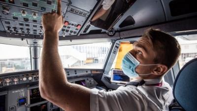 Telegraph: Μετά την έλλειψη οδηγών, η Βρετανία αναζητεί πιλότους – SOS για τον τουρισμό