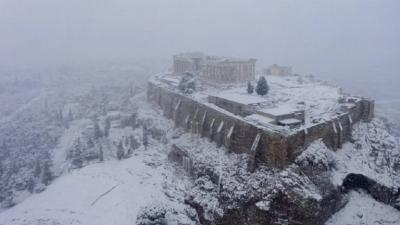 Θέμα στα διεθνή ΜΜΕ η χιονισμένη Αθήνα λόγω Μήδειας